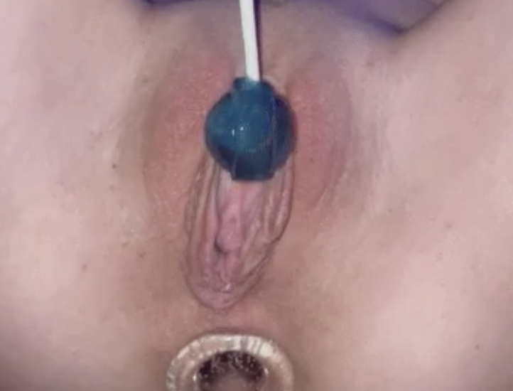 How Many Licks To Get to the Center ?
